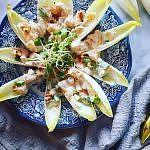 Witlofbootjes met mandarijntjes, tahin en yoghurt